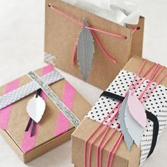 Learn how to wrap with nordic style and how to create paper feather as decorations. (in Spanish)