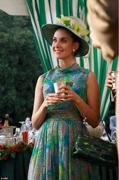 Pin for Later: The Bold Costumes on Mad Men Are the Reason Why We Already Miss the Show Season 3 Trudy Campbell Don Draper, Betty Draper, Mad Men Party, Man Party, Madison Avenue, Mad Men Fashion, Vintage Fashion, Vintage Style, Classy Fashion