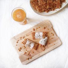 "THINGS ⊷ handmade ⊶ FOOD su Instagram: ""L'estate si avvicina...meglio concedersi una colazione più sana ogni tanto  [ homemade cereal bars ] + { orange smoothie} #breakfast #healthy #bars #snack #granola #avena #honey #orange #barrette #homemade #cereali #colazione #sabato #weekend #ONTHETABLE @onthetable_project"""
