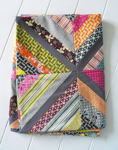 I love string #quilts. I also love Denyse Schmidt's Hope Valley #fabric line. Also? Kona charcoal solid fabric. This quilt? Ah-mazing.