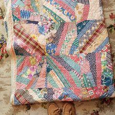 No photo description available. Primitive Quilts, Antique Quilts, Vintage Quilts, String Quilts, Textiles, Quilt Designs, Fabric Design, Quilt Patterns, Patches