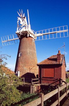Moulin à vent, Suffolk, England by jacqueline.poggi, via Flickr. (CC BY-NC-ND 2.0)