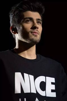 Find images and videos about one direction, and zayn malik on We Heart It - the app to get lost in what you love. Estilo Zayn Malik, Zayn Malik Pics, Zayn Malik 2011, Zayn Malik Tumblr, Liam Payne, Zany Malik, Ex One Direction, Rebecca Ferguson, Outfits Hombre