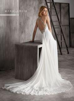 Vestidos de novia Manu García 2018: diseños con gran personalidad https://www.zankyou.es/g/vestidos-de-novia-manu-garcia-2018-disenos-con-gran-personalidad