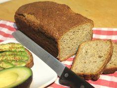 Dieses Kartoffel – Dinkelvollkorn Brot wird durch die Zugabe von Chiasamen zum wahren Superfood. Eine knusprige Kruste umhüllt den lockeren Teig. Es schmeckt sowohl mit süßen als auch mit her…