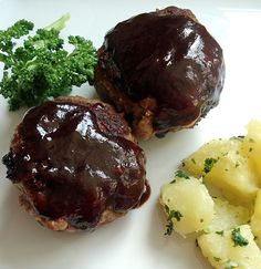 Japanese-style hamburgers     ♦ Original Pinner Comment: This looks a lot like a recipe for salisbury steak ♦
