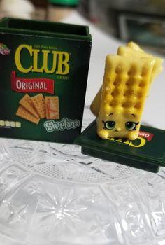 Shopkins real Littles club crackers Shopkins Room, Shopkins Girls, Mini Things, All Things Cute, Cool Things To Buy, Diy Dollhouse, Dollhouse Miniatures, Cookie Swirl C, Club Crackers