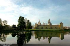 Mănăstirea Dragomirna este o mănăstire fortificată din România, zidită între anii 1608 și 1609. Este situată la 15 km nord de Suceava.