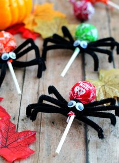 Classroom Halloween Party, Halloween Party Snacks, Halloween Crafts For Toddlers, Easy Halloween Decorations, Spooky Decor, Theme Halloween, Toddler Halloween, Spider Halloween Costume, Diy Halloween Gifts