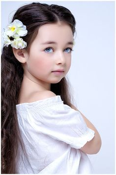 very beautiful Picture from Cute Baby. Cute Young Girl, Cute Baby Girl, Spoiled Kids, Cute Baby Pictures, Baby Photos, Digital Art Girl, Cute Faces, Beautiful Children, Mannequins