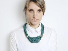 Green Diamond  Knotted necklace in emerald von ChezKristel auf Etsy, €33.00