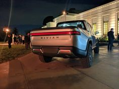 Here we present some exclusive live images from the Rivian reveal event that occurred last night in Los Angeles, California. Truck Living, Electric Truck, Cool Trucks, Cars And Motorcycles, Offroad, Tractors, Ranger, Cosmetics, Live