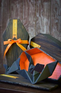 Box of Bats - Halloween Decor - Vampire Coffin - Origami by DaydreamHunter on Etsy #halloween #decor #vampire #coffin #bats #etsy #daydreamhuntercreations