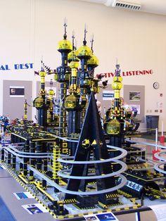 blacktron base - LEGO Sci-Fi Lego Design, Lego Structures, Construction Lego, Lego Sculptures, Lego Display, Amazing Lego Creations, Lego Spaceship, Lego Mecha, Lego Modular