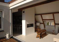 Ontwerp studio-EI -- Zolder 4: Amsterdam: van opslagzolder tot ruime loft. Interieurontwerp met meubelontwerpen: keuken, kastenwanden, dakterras, zitbank, haard, badkamer en slaapkamer. www.studio-ei.nl