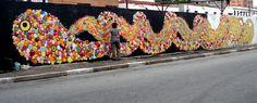 Representantes da arte urbana de São Paulo, os quatro artistas transparecem em suas obras a influência da pluralidade étnica e cultural da maior metrópole brasileira, justificando a variedade que d…