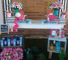 Flamingos     #flamingo #flamingos #festatropical #igdefesta #fazendoafesta #encontrandoideias #viafestas #tamiresprovençal Flamingo Birthday, Flamingo Party, Festa Party, Luau Party, Kid Table, Grad Parties, Pink Flamingos, Decoration, Party Planning
