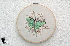 Nachtfalter Schmetterling Wanddeko Leinenbild von DieNaehfeeNoir