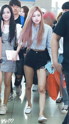 Rose Of Blackpink Blackpink Outfits, Fashion Outfits, Blackpink Fashion, Asian Fashion, Moda Kpop, Jenny Kim, Looks Style, My Style, 1 Rose