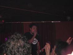 Pepo, de Desakato, cantando con Reincidentes