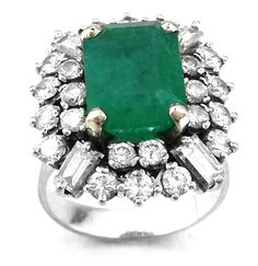 4.84 Cts emerald and diamond ring http://www.busrapirlanta.com.tr/outlet/ikinci-el-urunler/urun/2356