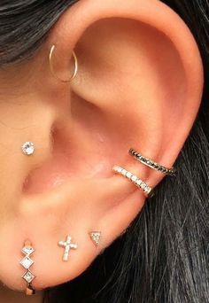 14 Cute and Beautiful Ear Piercing Ideas For Women - Biseyre Trending Ear Piercing ideas for women. Ear Piercing Ideas and Piercing Unique Ear. Ear piercings can make you look totally different from the rest. Tragus Piercings, Cool Ear Piercings, Ear Peircings, Body Piercings, Daith, Anti Helix Piercing, Tragus Piercing Jewelry, Anti Tragus Piercing, Tragus Earrings