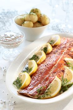 Savulohi ja mätikastike | K-ruoka #joulu Swedish Christmas Food, Xmas Food, Finland Food, Viking Food, Finnish Recipes, Scandinavian Food, Good Food, Yummy Food, Salmon Dinner