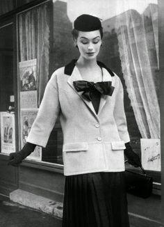 Dovima wearing Cristóbal Balenciaga, 1953