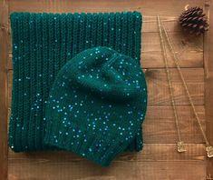 Просто нереальный цвет! Требует белого снега и елок! Комплект шапка и снуд английской резинкой выполнен на заказ. Mens Scarf Knitting Pattern, Knitting Patterns, Crochet Winter, Knit Crochet, Winter Dress Outfits, Beanie Hats, Beanies, Crochet Accessories, Sun Hats