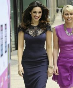 kelly brook - busty babe with wide hips. think she looks really good in bodycon dresses that emphasise her superb figure. Kelly Brook Body, Kelly Brook Style, Fran Fine, Dress Up, Bodycon Dress, Skirt Fashion, Women's Fashion, Street Fashion, Tight Dresses