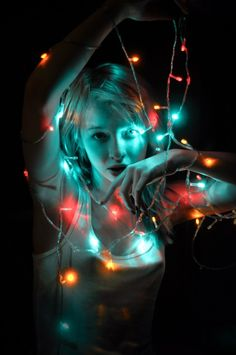 Being the bearer of light, Alice loved the modern invention of Christmas lighting. It reminded her of the light of the stars, so many different colors and brightness. Wendy shared this love, while Dorothy and Pippi loved it for the rainbow of colors. Model Poses Photography, Neon Photography, Creative Portrait Photography, Tumblr Photography, Amazing Photography, Fairy Light Photography, Christmas Photography, Kreative Portraits, Light Shoot