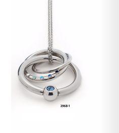 Bei diesem Edelstahl-Anhänger aus drei runden, ineinandergreifenden Elementen kommt ein Hauch von Farbe ins Spiel. Auf dem mittleren Ring setzen fünf weiß bis blau gefärbte Punkte, die mit hochwertigem Emaillelack veredelt wurden, einen feinen Akzent. Der große Ring begeistert mit einem Swarovski® Kristall in blau-changierender Farbgebung. Tragen können Sie den Anhänger wahlweise mit einer Kordel oder mit einer zusätzlichen Clipöse an einer Halskette. www.new.energetix.tv