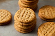 Everyone loves to eat cookies. Do you know that peanut butter cookies or biscuits are a kind of biscuit that is different because it has p… Classic Peanut Butter Cookies, Best Peanut Butter, Peanut Butter Cookie Recipe, Peanut Butter Recipes, Cookie Recipes, Dessert Recipes, Delicious Desserts, Pb2 Recipes, Salted Butter