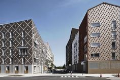 The initial project faced serious challenges in terms of cost and construction deadlines.  The collective Plan01 (Jean Bocabeille Architecte, Atelier du Pont...