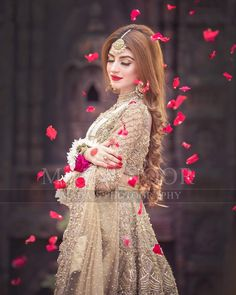 Tips For Planning The Perfect Wedding Day – Cool Bride Dress Pakistani Bridal Makeup, Pakistani Wedding Outfits, Bridal Outfits, Indian Bridal, Pakistani Dresses, Pakistani Jewelry, Bridal Lehenga, Bridal Photoshoot, Bridal Shoot