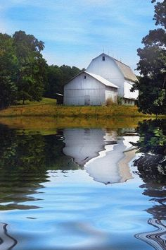 White Barn with a reflection in a country pond. Country Barns, Country Life, Country Living, Country Roads, Country Charm, Country Style, Farm Barn, Old Farm, Croquis Architecture