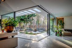 Enhance Your Senses With Luxury Home Decor Courtyard House Plans, Courtyard Design, Villa Design, Patio Design, Dream Home Design, Modern House Design, Modern Houses, Internal Courtyard, Luxury Houses