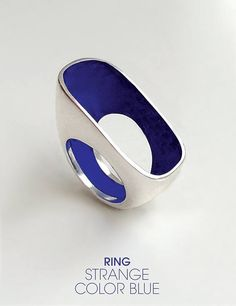 Strange color blue / silver ring