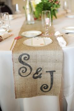 Table Runners for Round Tables | 30 Pretty Wedding Table Runner Ideas » Photo 19