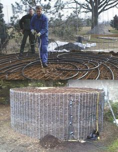 Instead of burning wood for heat, some Europeans now build a compost pile over plastic water lines that extract heat from the decomposing plant material. Temperatures can get as high as 149 degrees. With a circulating pump as the only moving part, the com Homestead Survival, Camping Survival, Off The Grid, Alternative Energie, Permaculture Design, Earthship, Heating Systems, Renewable Energy, Solar Energy