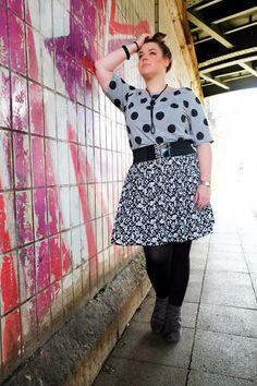 Muster-Mix mit Polka-Dot Shirt und Pattern-Rock von H&M+ | Plus Size Fashion Outfits