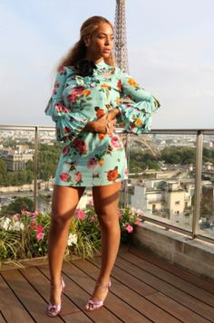 Beyonce and Blue Ivy take Paris by storm: In today's set of Mommy Lessons, Beyonce showed hot to rock the outfit solo with her classic hip-pop stance.