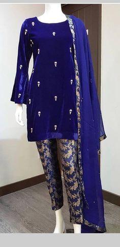 Simple yet gorgeous💯 Pakistani Fashion Party Wear, Pakistani Formal Dresses, Indian Fashion Dresses, Pakistani Dress Design, Pakistani Outfits, Indian Outfits, Fancy Dress Design, Stylish Dress Designs, Designs For Dresses
