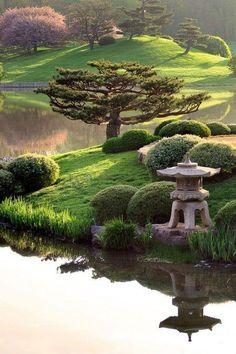 100 Gartengestaltungsideen und Gartentipps für Anfänger Esprit zen d'un jardin japonais. Asian Garden, Beautiful Landscapes, Beautiful Gardens, Chicago Botanic Garden, Public Garden, Parcs, Dream Garden, Big Garden, Spring Garden