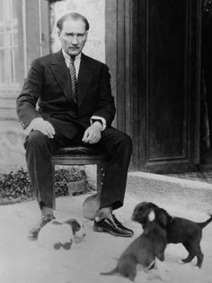 mustafa kemal ataturk president of turkey with his pet dogs ca. as part of kemal's modernization and westernization of turkey he encouraged the acceptance of dogs and the end to their relig The Legend Of Heroes, Portraits, Great Leaders, Historical Pictures, Find Art, Pet Dogs, Photo Editing, Diys, Stock Photos