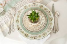 Vintage-Aqua-Peach-Wedding-Place-Setting