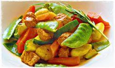 Marinade für das Fleisch: 1-2 Knoblauchzehen 4 EL Olivenöl 2 EL Ketchup 1 EL Sojasauce 1 EL Zitronensaft 1 EL Paprikapulver Pfeffer & Chili, zum Abschmecken 500 g gemischtes Gemüse (z.B. Paprik…