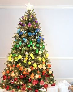 So probably no one is surprised that I chose to create a rainbow Christmas tree  for the #MichaelsMakers #dreamtreechallenge - Lines Across - MichaelsDream Trees 2015