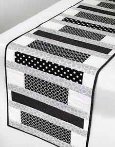 56 ideas for patchwork table runner pattern Patchwork Table Runner, Table Runner And Placemats, Quilted Table Runner Patterns, Plus Forte Table Matelassés, Modern Table Runners, Contemporary Table Runners, Black And White Quilts, Black White, Place Mats Quilted