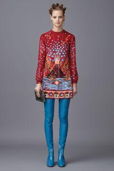 Новая коллекция итальянского дома Valentino Pre-Fall 2016 — одна из самых красивых коллекций, которые я видела за последние несколько лет. Коллекция состоит из более чем 80 образов и просто завораживает зрителя. Тема Востока с его красками, шикарными тканями, тонкими изысканными вышивками раскрыта просто божественно! Красивейшими наряды с драконами, журавлями, цветами и бабочками можно любоваться бесконечно.